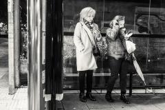 Esperando el bus